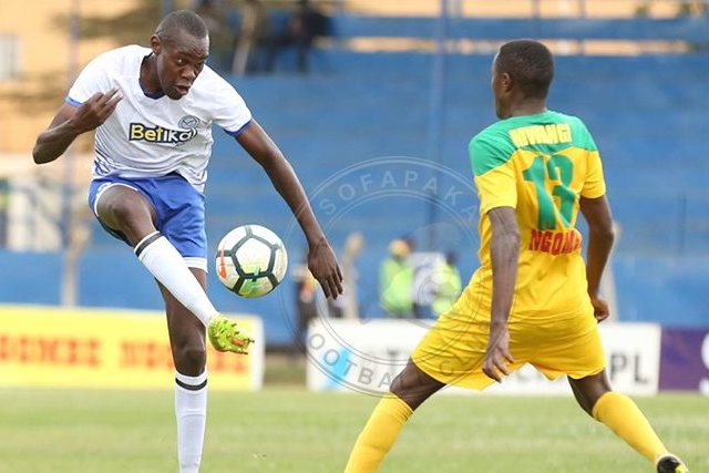 Sofapakas George Maelo passing the ball past a mathare united fc player